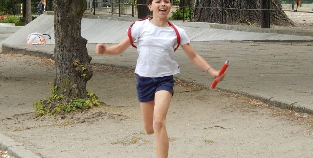 W 2015 roku imprezy sportowe z okazji Dni patrona odbywały się wokół szkoły, jeszcze nie było boiska i planu budowy bieżni
