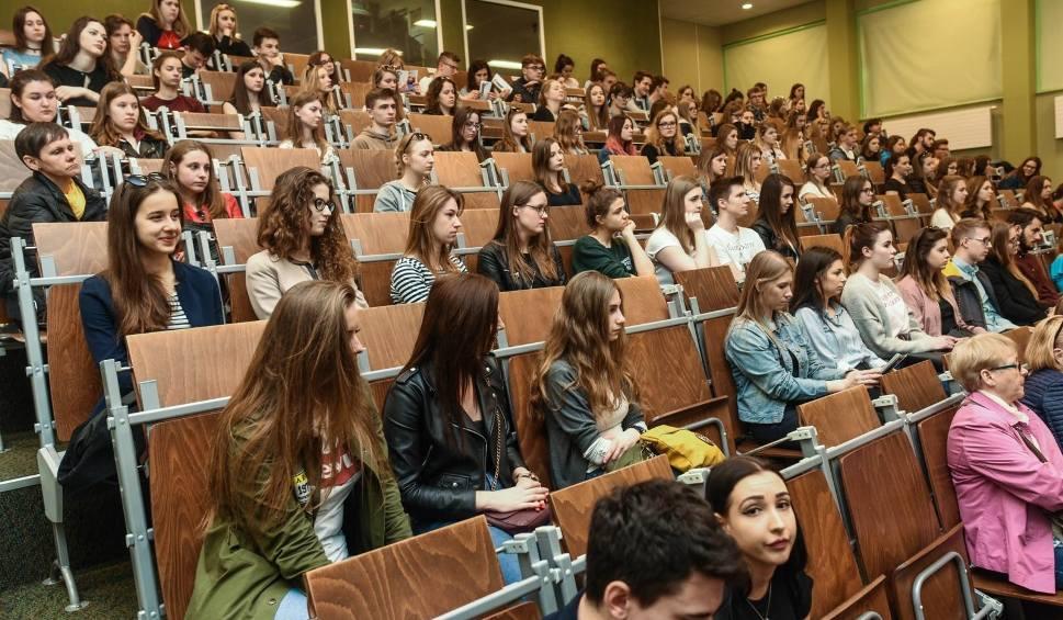 Film do artykułu: PERSPEKTYWY. Ranking uczelni w Polsce 2018. Uniwersytety, politechniki, akademie. Ranking szkół wyższych 2018. Pełne zestawienie