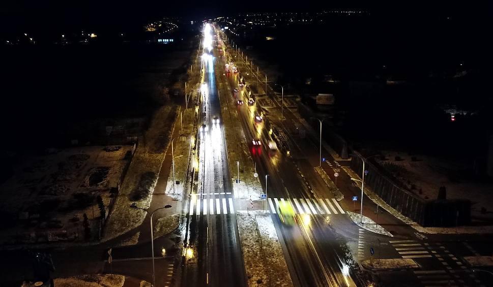 Film do artykułu: Ulica Krakowska w Kielcach oświetlona w... dwóch kolorach, dla bezpieczeństwa (WIDEO, zdjęcia)