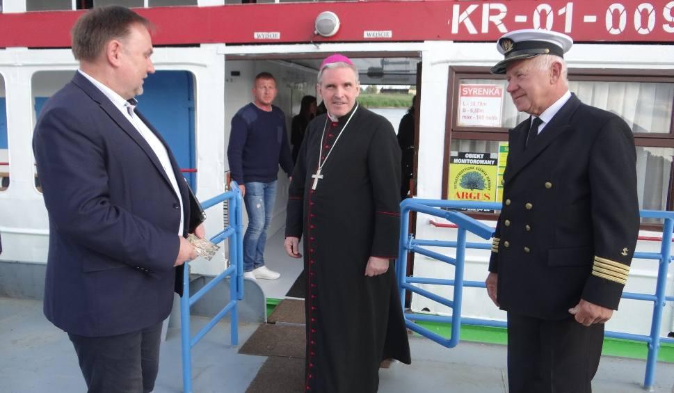 Film do artykułu: Wiślana majówka z biskupem Nitkiewiczem w Sandomierzu. Z zaproszenia biskupa skorzystało 170 osób