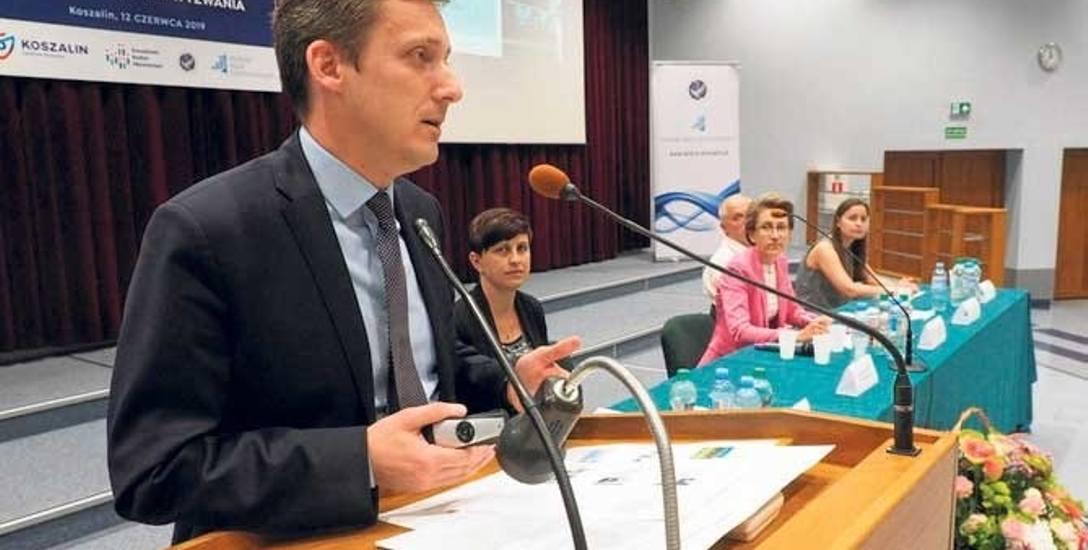 Wśród uczestników debaty był Tomasz Czuczak, sekretarz miasta Koszalina, który mówił o doświadczeniach samorządu w realizacji Koszalińskiego Budżetu