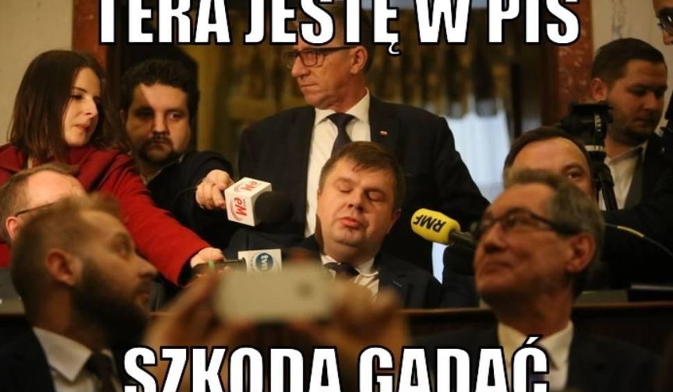 Film do artykułu: Wojciech Kałuża MEMY PiS rządzi na Śląsku samodzielnie. Koalicja Obywatelska mówi o korupcji politycznej