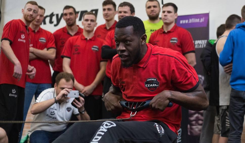 Film do artykułu: Koszykarze Energi Czarnych odwiedzili Aktywną Fabrykę (wideo, zdjęcia)