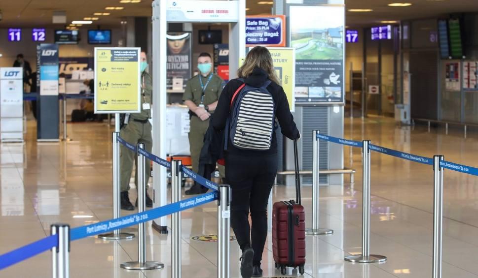 Film do artykułu: Pasażerowie szczęśliwi, że wróciły połączenia samolotowe. Na razie korzystają głównie biznesmeni i podróżujący służbowo
