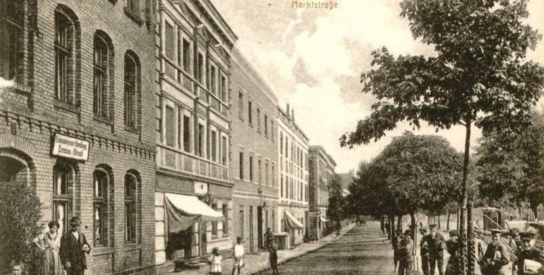Kolekcja pocztówek z Podgórza w albumie. Felieton Hanny Wittstock