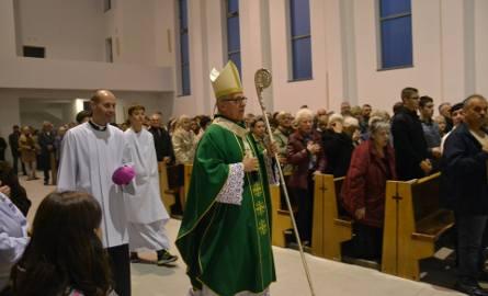 Symboliczna msza z arcybiskupem w nowym kościele na Nowinach w Rybniku - ZDJĘCIA