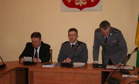 Starosta Zbigniew Kamiński (z lewej) oraz komendanci Rafał Batkowski i Andrzej Choromański