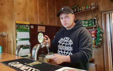 - Prowadzenie lokalu stało się po prostu nieopłacalne - mówi właściciel. - Ludzie wciąż piją alkohol. Ale zamiast przyjść do baru, wolą kupić w sklepie