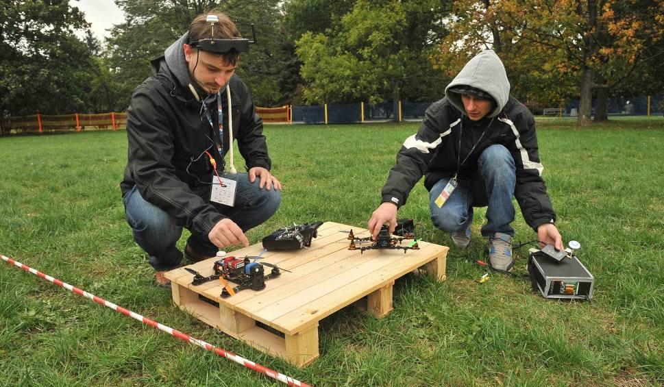 Film do artykułu: Dron Show 2015 w Rzeszowie. Co potrafią drony