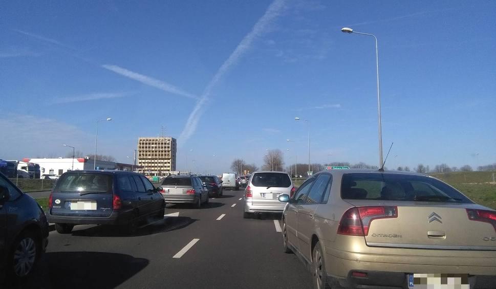 Film do artykułu: GORZÓW WLKP. Uwaga kierowcy! Duże korki na drogach dojazdowych na gorzowską giełdę [ZDJĘCIA, WIDEO]