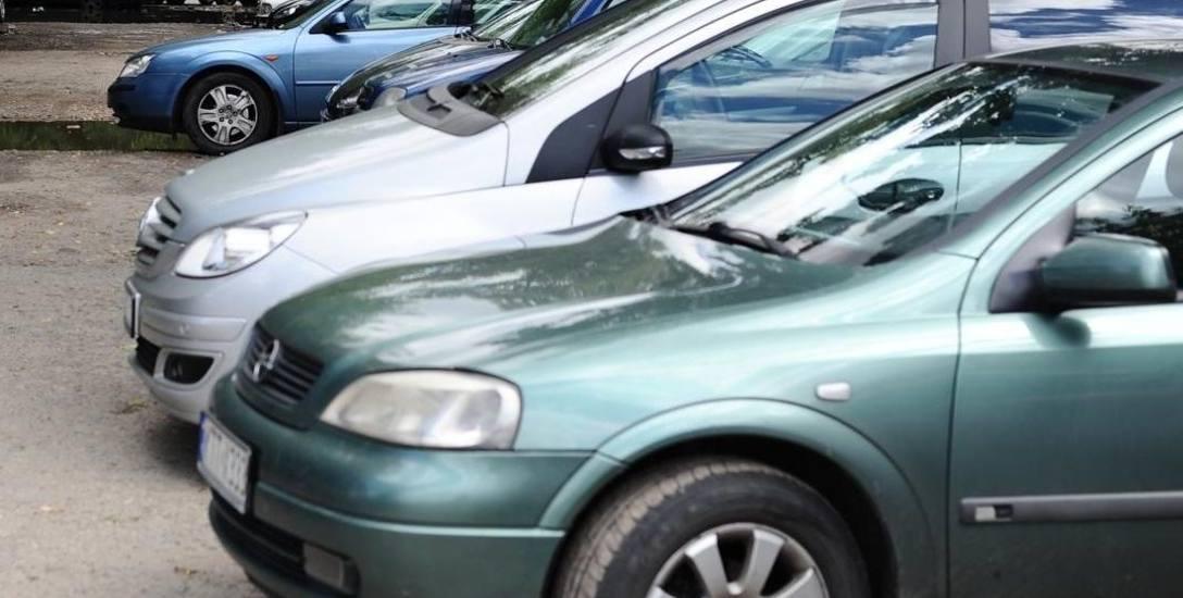Suwałki. Fachowcy: W strefie płatnych parkingów pełno jest błędów
