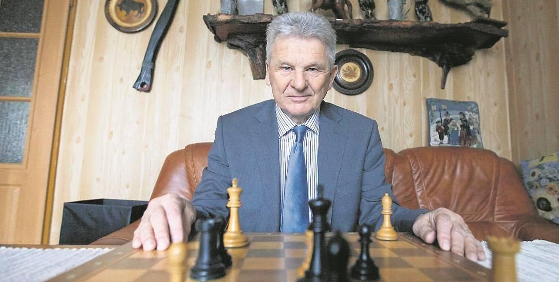 Kostro mówi, że szachy odmieniły jego życie.  Grał z mistrzami, a... Castro słał mu prezenty