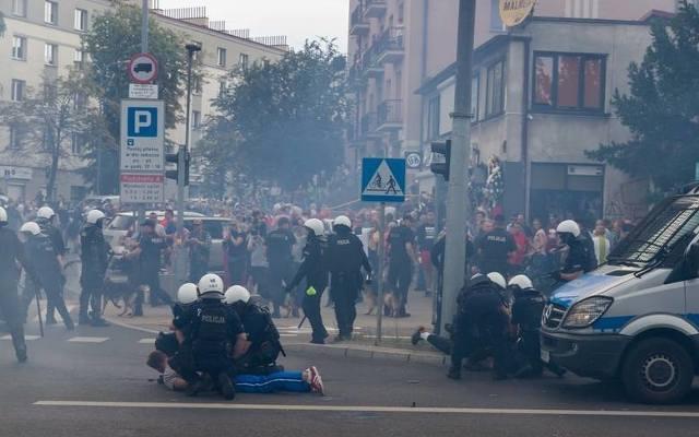 141ab0c160f3df Tych osób szuka policja. 104 zostały już ustalone [FOTO]