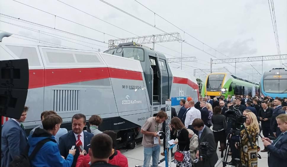 Film do artykułu: Kolejowa premiera roku. Pesa pokazała pierwszą w Polsce lokomotywę wodorową. Oto nowa Gama! [wideo i zdjęcia]
