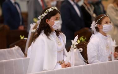 Pandemiczna komunia 2021: Szczęściarze mają termin po 29 maja