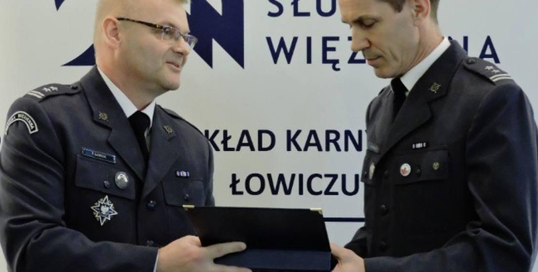 Ppłk Marek Pawlak (z prawej) po 25 latach służby przeszedł na zaopatrzenie emerytalne