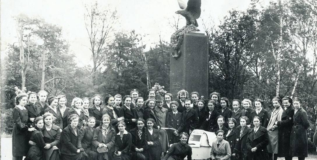 Pomnik poległych żołnierzy wojsk balonowych był ozdobą parku na Bydgoskim Przedmieściu