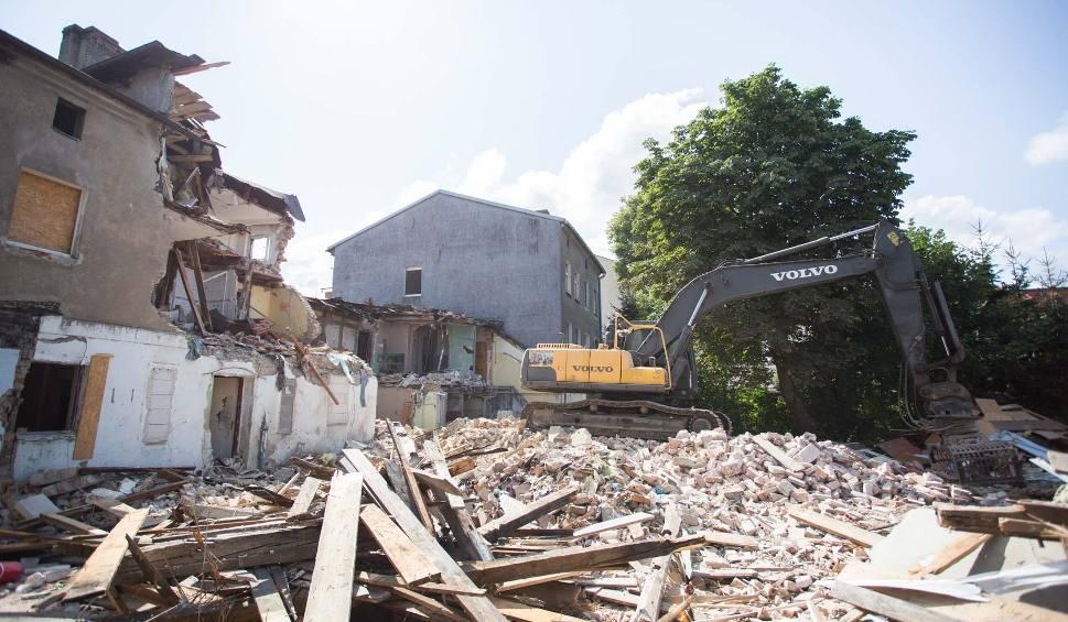 Film do artykułu: Rozpoczęła się rozbiórka kamienic przy ul. Długiej w Słupsku