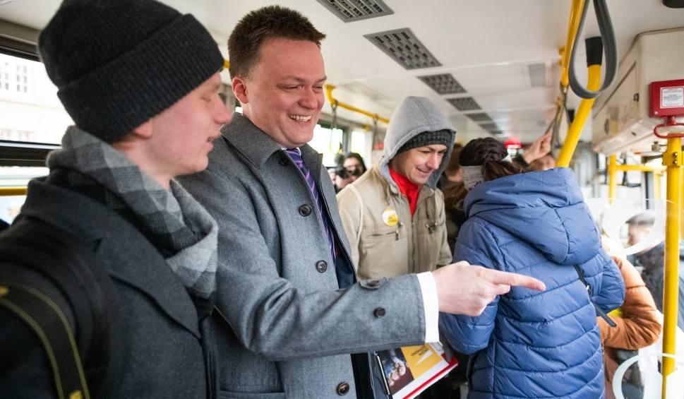 Film do artykułu: Wybory prezydenckie 2020. Szymon Hołownia w Poznaniu. Zbierał podpisy, jechał tramwajem i otworzył biuro przy Starym Rynku [ZDJĘCIA]