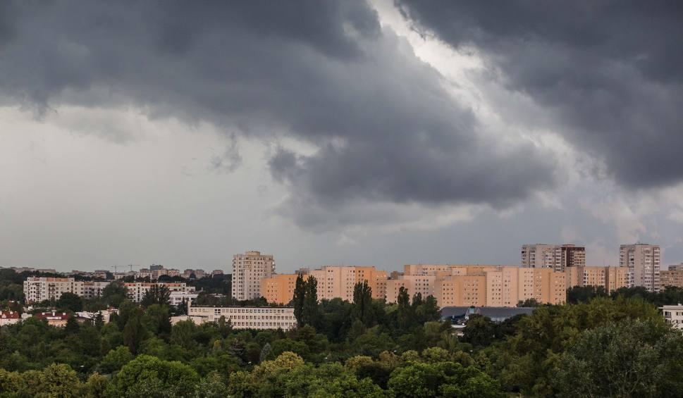 Film do artykułu: Burze na Śląsku i w Zagłębiu: grzmi, pada deszcz i grad! Uwaga na pioruny