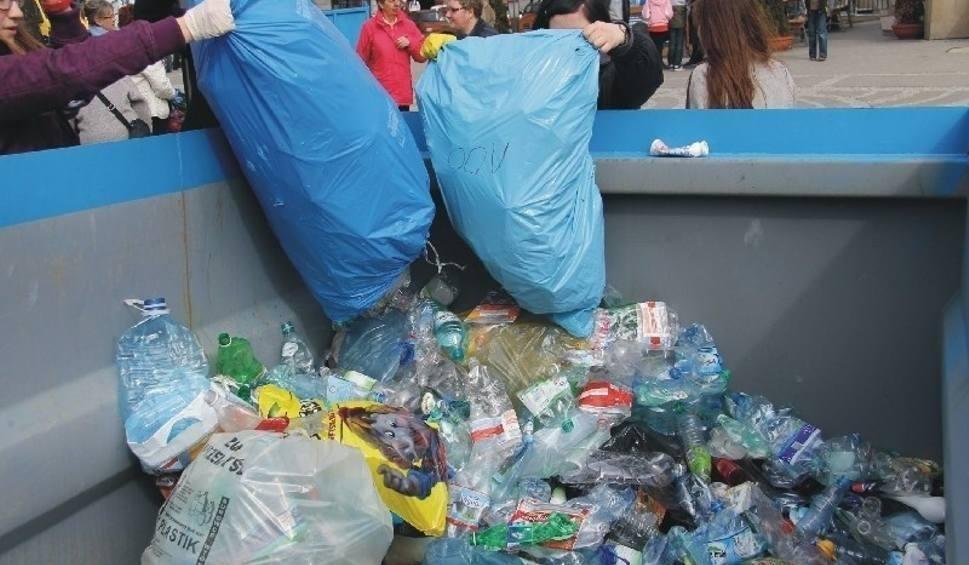 Film do artykułu: Nowe stawki za wywóz śmieci w Słupsku. Urzędnicy roznoszą decyzje