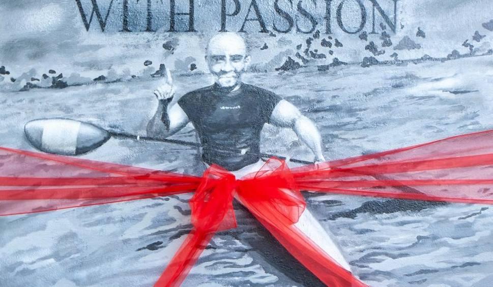 Film do artykułu: Nowy mural w Bydgoszczy. Dla wielkiego pasjonata sportu [zdjęcia]
