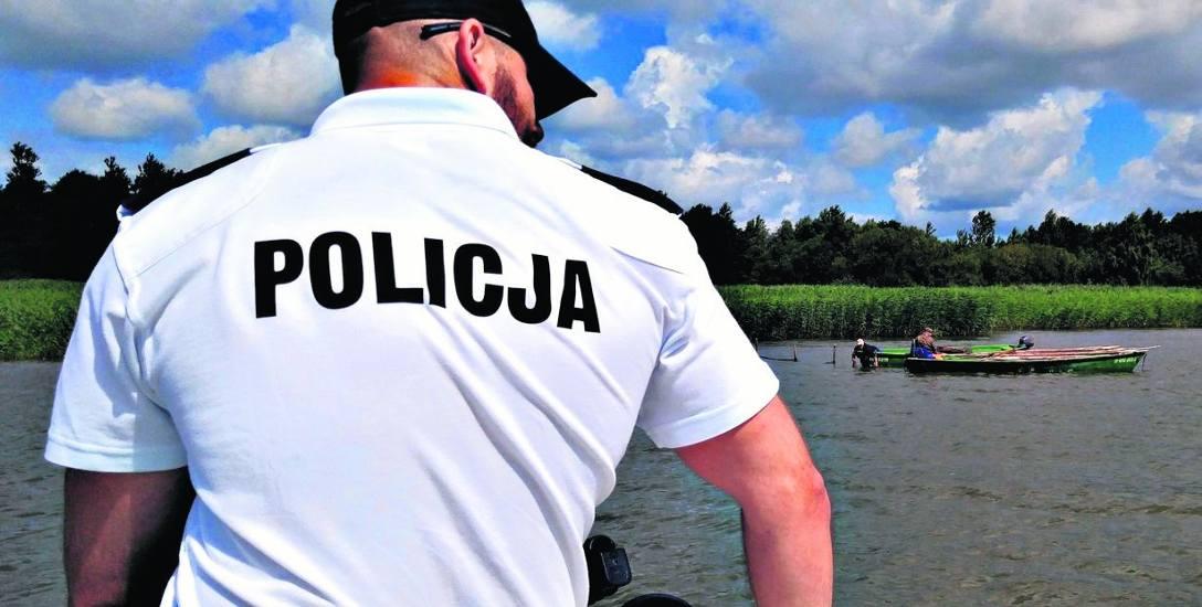Na jeziorze Jamno wspólne patrole w sezonie letnim pełnią policjanci z koszalińskiej komendy oraz ratownicy WOPR. Taki patrol uratował w weekend parę