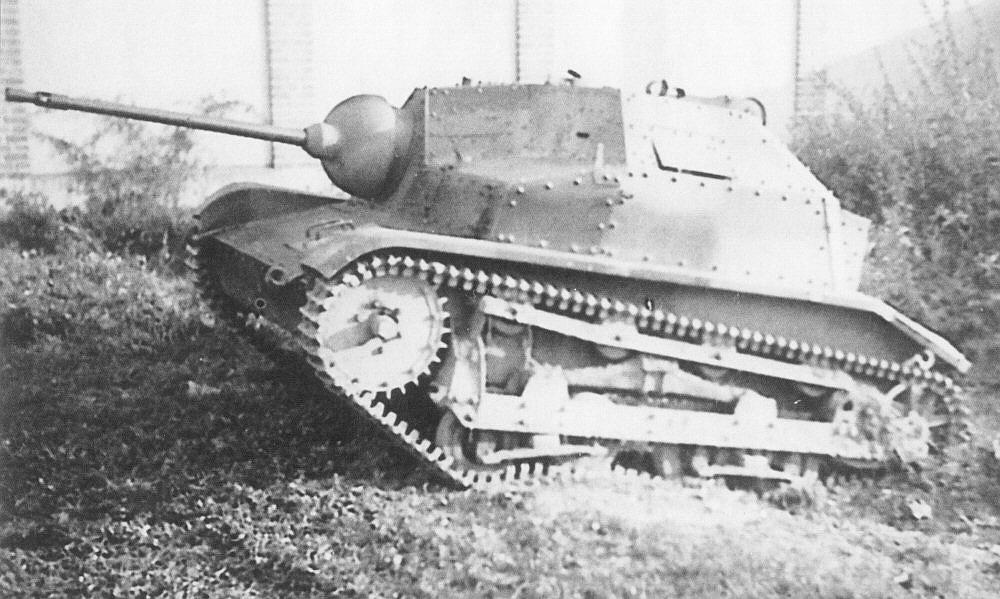 TKS był ulepszoną wersją czołgu TK-3. Został skonstruowany w Biurze Studiów PZInż. przez zespół pod kierunkiem inż. Edwarda Habicha. [12]