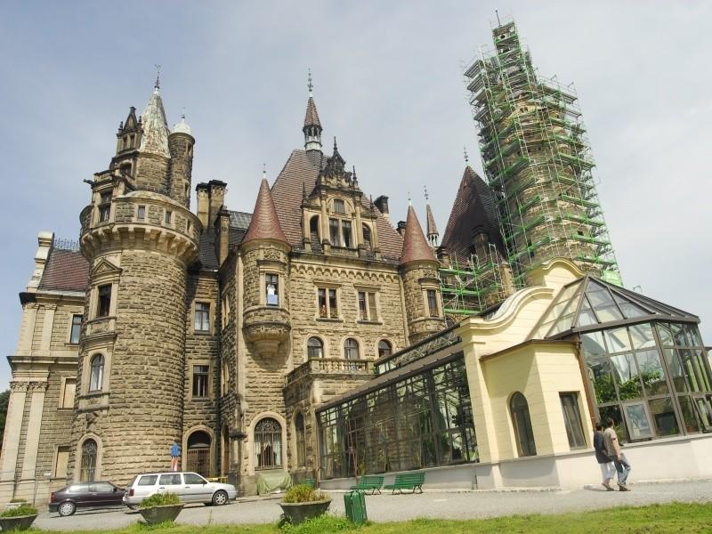 Pałac będzie przerobiony na hotel, a pacjenci CTN leczeni w zbudowanym kilkaset metrów dalej pawilonie.