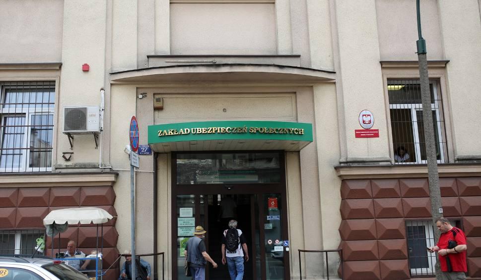 Film do artykułu: Kraków. Telefoniczny dyżur eksperta Zakładu Ubezpieczeń Społecznych
