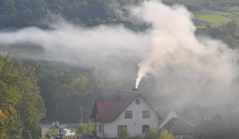 Film do artykułu: Smog spowił okolice Krakowa. Fatalnie szczególnie na północy województwa