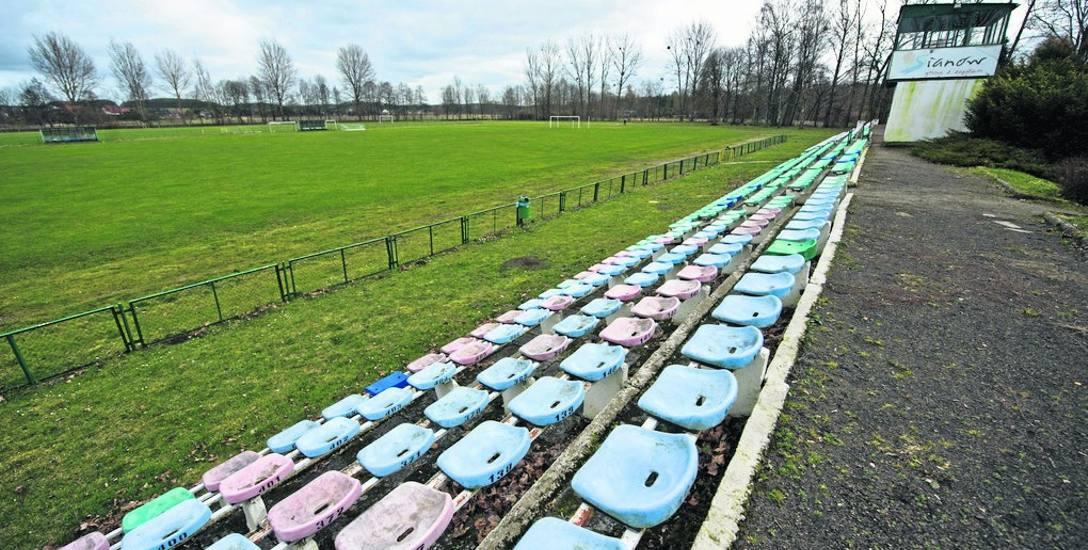 Sianowski stadion miejski lata świetności ma za sobą. Przez niemal pół wieku był gospodarzem wielu imprez sportowych i rozrywkowych. Za nieco ponad rok