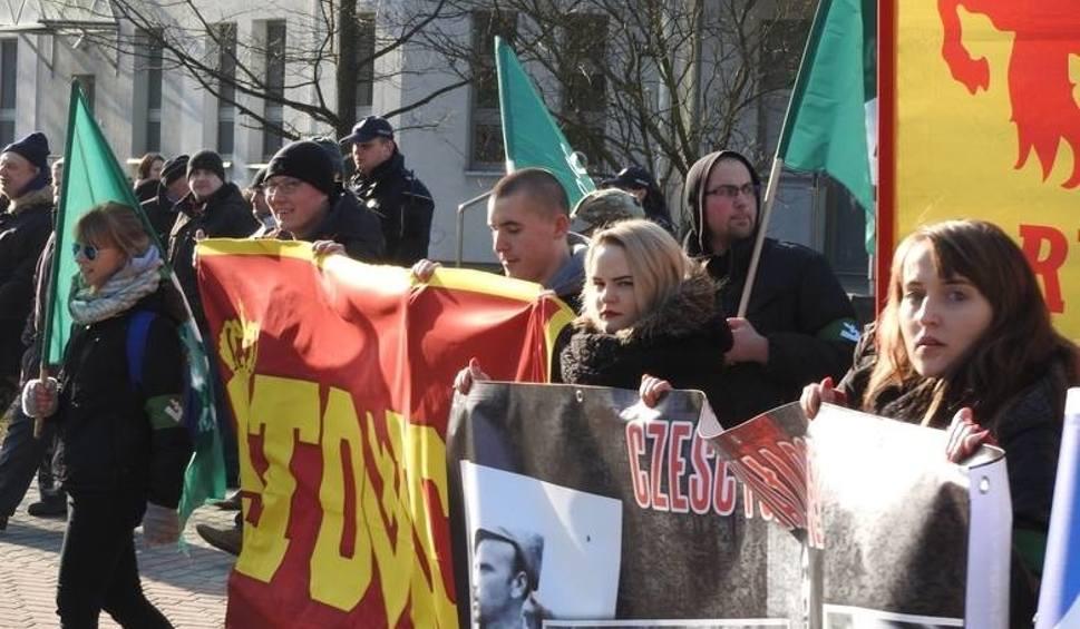 Film do artykułu: Marsz Żołnierzy Wyklętych w Hajnówce. Sąd dał zielone światło dla marszu (zdjęcia, wideo)