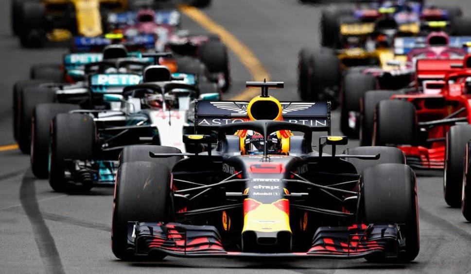 Film do artykułu: Formuła 1: Klasyfikacja generalna kierowców i zespołów. Czy Lewis Hamilton obroni tytuł mistrza świata? [9.07.2019]