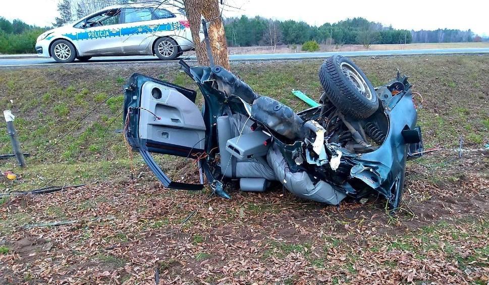 Film do artykułu: Myszyniec Stary. Wypadek drogowy na DK 53, 20.01.2020. Kierowca  nie żyje, pasażerka w szpitalu