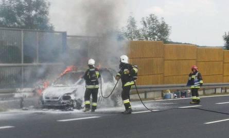 Chrzanów. Auto spłonęło na autostradzie [ZDJĘCIA]