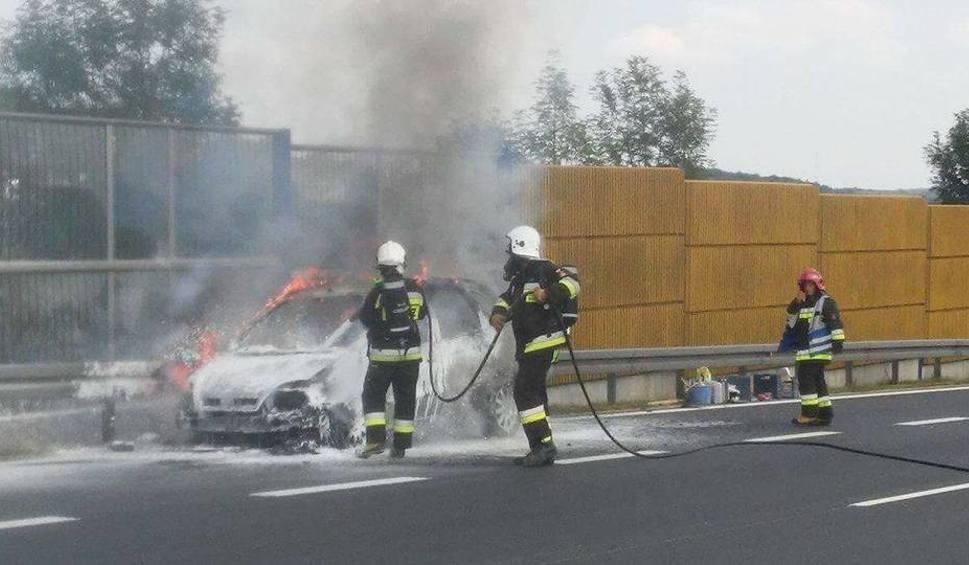 Film do artykułu: Chrzanów. Auto spłonęło na autostradzie [ZDJĘCIA]