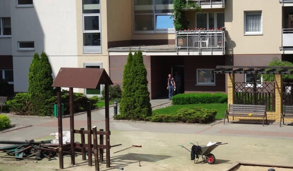 Film do artykułu: Polanka: zlikwidowali place zabaw na osiedlu. Powodem bierni mieszkańcy?