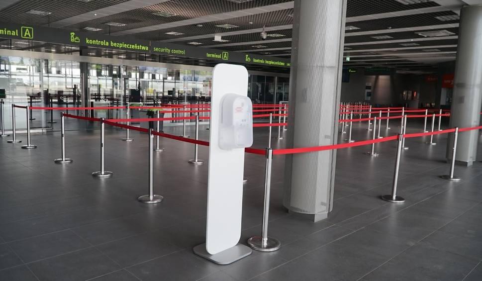 Film do artykułu: Loty krajowe przywrócone od 1 czerwca. Dokąd polecimy PLL LOT? Nowe wytyczne dotyczące bezpieczeństwa na lotniskach i w samolotach
