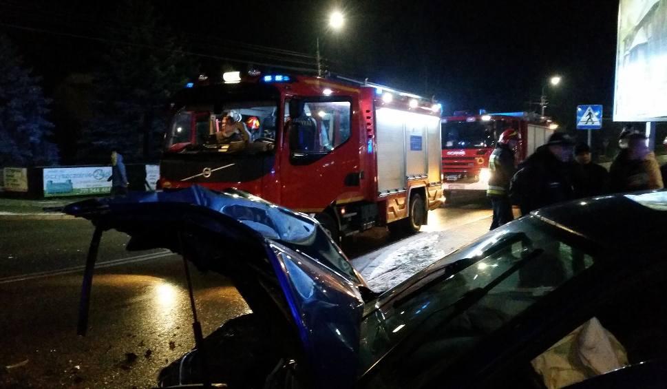 Film do artykułu: Gmina Kowala. Zderzenie dwóch samochodów na skrzyżowaniu