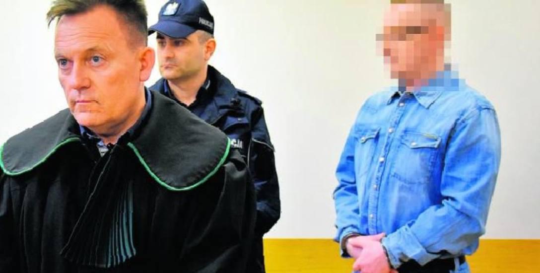 """Niespełna 40-letni dziś Marek Ł. przedstawiał się jako amant, niekiedy o śródziemnomorskiej urodzie. W sądzie w jeansowym mundurku nie wyglądał jak """"bożyszcze"""