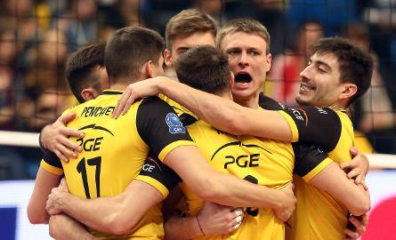 Ostatnie mecze pokazały, że siatkarze PGE Skry Bełchatów pokonali kryzys i są zdecydowanymi faworytami dzisiejszego meczu z Universitateą. To spotkanie