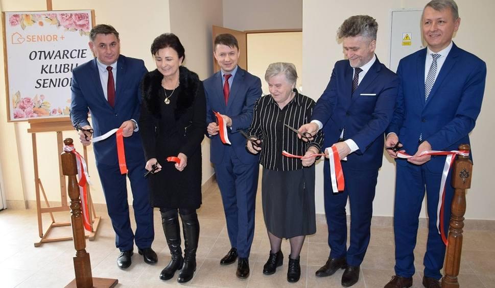Film do artykułu: Otwarty pierwszy w gminie Mirzec Klub Seniora [ZDJĘCIA]