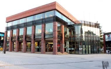 2. Miejska Biblioteka Publiczna w Jaworznie. Gmach centralny znajduje się na jaworzniańskim rynku, w samym sercu miasta.  W 2007 r. oddano do użytku