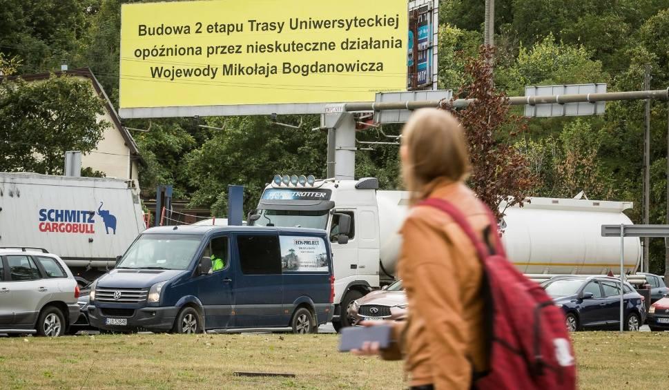 Film do artykułu: Prezydent kontra wojewoda. Wojna o Trasę Uniwersytecką na billboardzie przy rondzie Toruńskim
