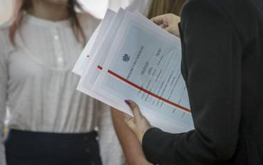 Nauczyciele, z którymi rozmawialiśmy, podkreślają, że oceny wystawiają za cały rok, a nie tylko za ostatnie trzy miesiące roku szkolnego.
