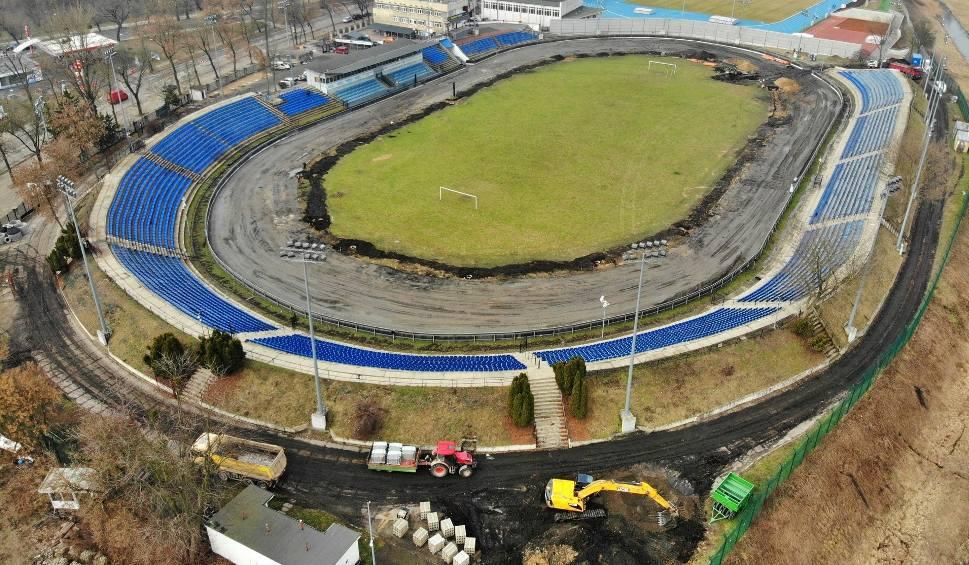 Film do artykułu: Zobacz jak wygląda remont stadionu żużlowego przy Alejach Zygmuntowskich (WIDEO, ZDJĘCIA)