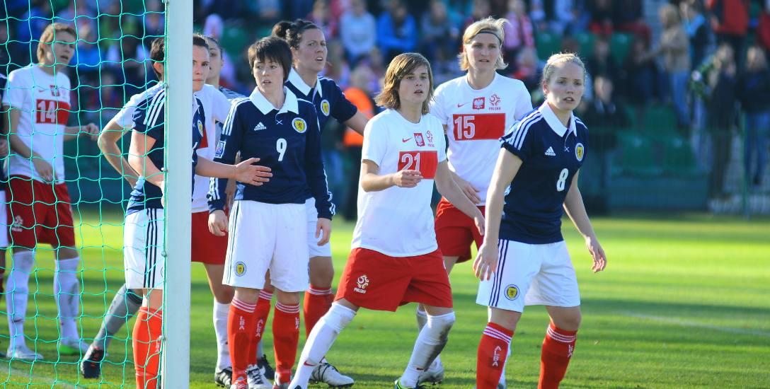 Ewa Pajor (trzecia z prawej) odzyskała nie tylko miejsce w wyjściowym składzie Wolfsburga, ale znów została liderką reprezentacji