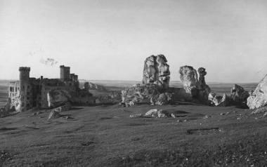 Ruiny zamku Ogrodzienieckiego w Podzamczu. Zdjęcia z lat 1914-1934. Zobacz kolejne plansze. Przesuwaj zdjęcia w prawo - naciśnij strzałkę lub przycisk