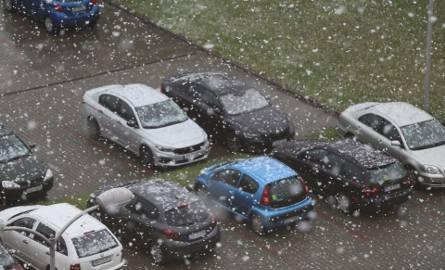 Gwałtowne opady śniegu zaskoczyły mieszkańców wielu miast woj. śląskiego: Katowic, Sosnowca, tarnowskich Gór. Zobaczcie zdjęcia Czytelników